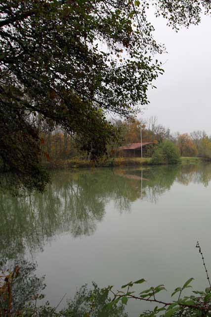 Lac du pesqui enfin une solution viller for Combien mesure un terrain de tennis