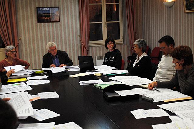 Le conseil municipal au travail.|Archive © Jean-Paul Epinette - icimedia@free.fr