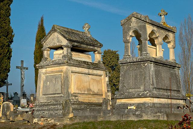 La reprise des concessions étant définitivement close la réahbilitation des cimetières est en cours...|Archive © Jean-Paul Epinette