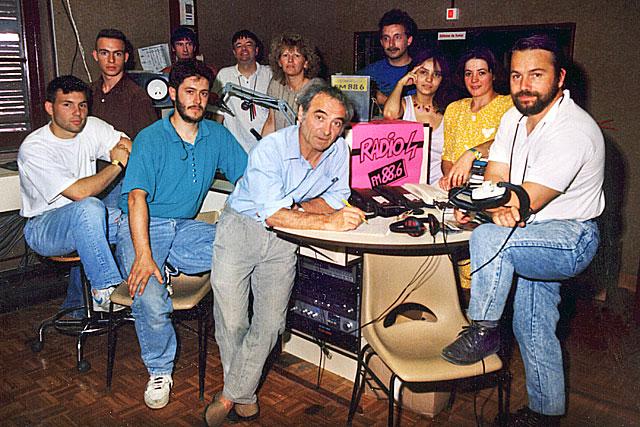 1990 - Autour de Claude Pons, une partie de l'équipe de Radio 4.