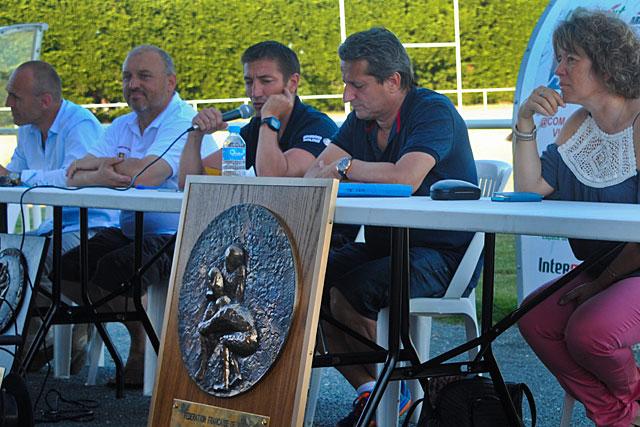 Passation de pouvoir lors de l'assemblée générale de l'USV Rugby.|Photo Pierre-Antony Epinette - icimedia@free.fr