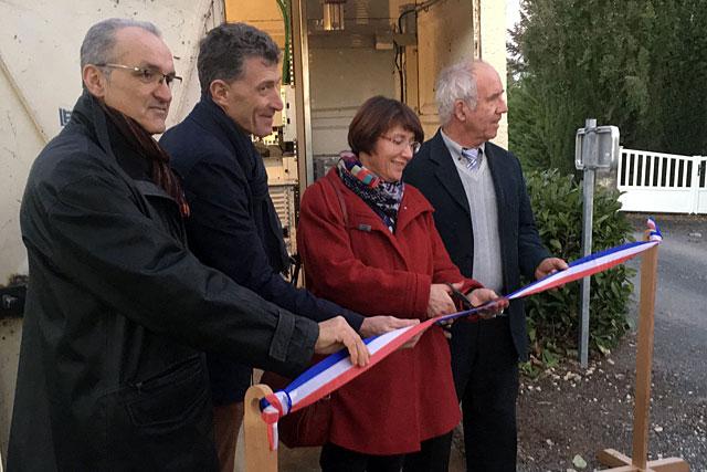 Les élus ont coupé le ruban du haut-débit... pas la ligne !|Photo Pierre-Antony Epinette - icimedia@free.fr