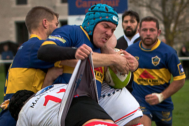 Agressivité et discipline : les Jaune et Bleu sont allés arracher une précieuse victoire au Passage d'Agen.|Archive © Jean-Paul Epinette - icimedia@free.fr