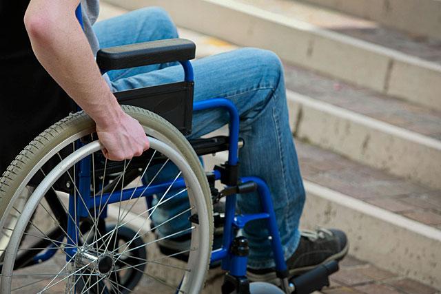 Beaucoup de nos concitoyens butent encore sur des obstacles...|Illustration DR