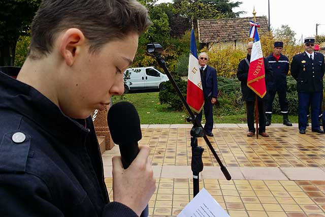 Les jeunes Villeréalais ont rendu hommage à leurs anciens...|Photo © jean-Paul Epinette - icimedia@free.fr