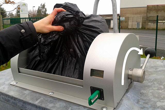 Pour déposer notre sac poubelle nous disposerons d'un badge...|Photo DR