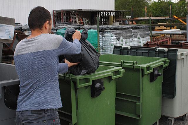 Les conteneurs classiques seront remplacés par des conteneurs semi-enterrés...|Archives © jean-Paul Epinette - icimedia@free.fr
