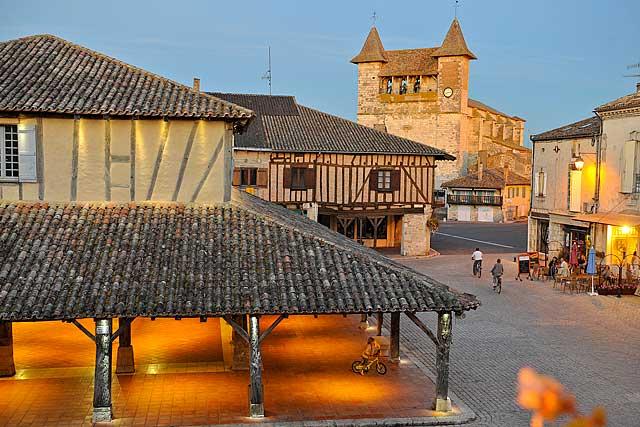 Les deux monuments historiques, joyaux villeréalais...|Photo Didier Veysset - DR