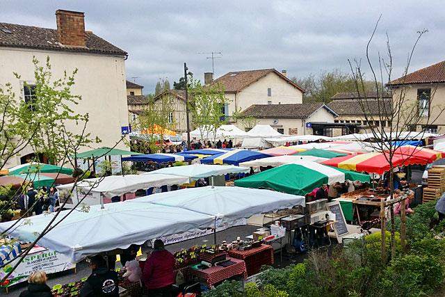 Chantiers terminés. Le marché va retrouver ses places traditionnelles Photo © jean-Paul Epinette - icimedia@free.fr
