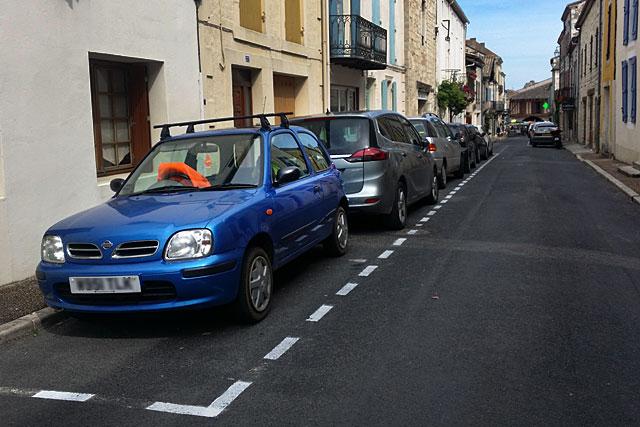 Stationnement rue St-Michel : cherchez l'erreur... Photo © jean-Paul Epinette - icimedia@free.fr