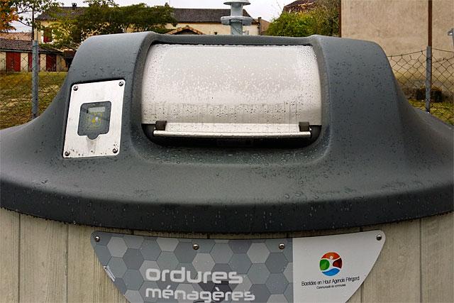 L''implantation des conteneurs devrait être achevée fin novembre...|Photo © jean-Paul Epinette - icimedia@free.fr