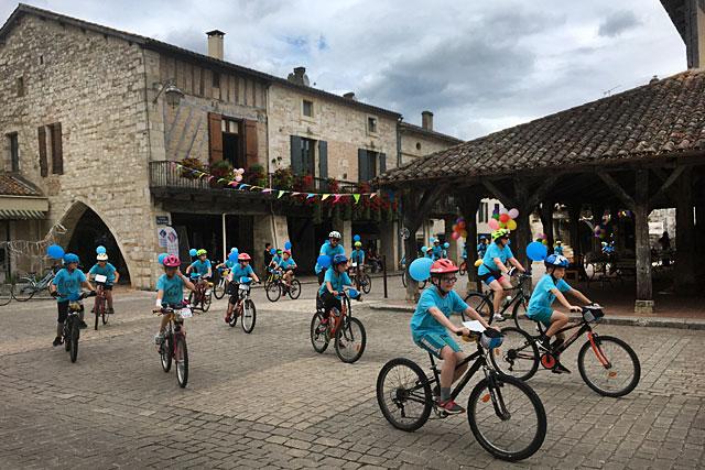 L'arrivée des jeunes cyclistes de la Ronde USEP 2019... une grande performance, un grand bravo !|Photo Sonia Vaubois.