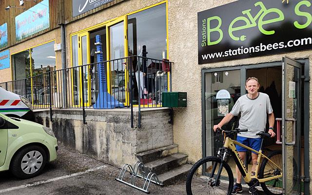 Franck Evrard viebnt d'ouvrir : location, vente, entretien et accessoires pour vélo électrique...|Photo © Jean-Paul Epinette.