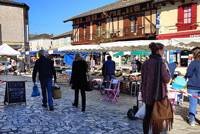 Le marché d'été va ouvrir avec un mois d'avance...|Photo © Jean-Paul Epinette.