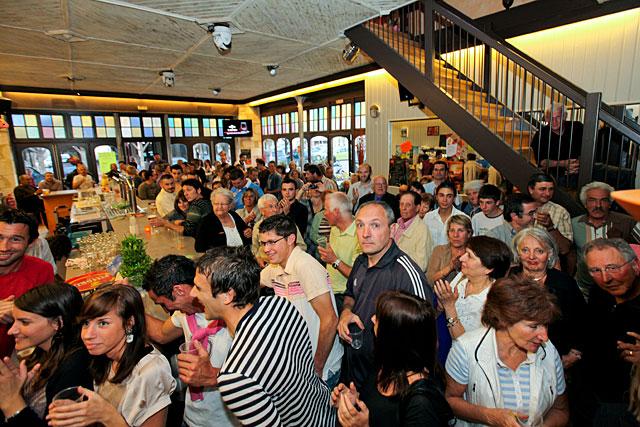 Nos cafés et nos restaurants renoueront-ils un jour avec de telles affluences ?...|Archive© jean-Paul Epinette (2010)