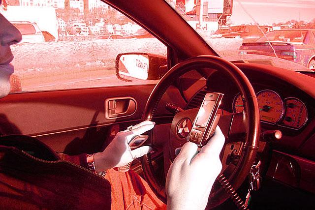 Depuis le 22 mai 2020, plusieurs dispositions de sécurité routière contre le téléphone et l'alcoolémie au volant sont entrées en vigueur.|Illustration Ed Poor / DR
