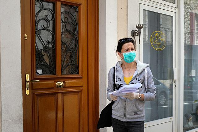 La municipalité a distribué gratuitement plus de 2 500 masques aux Villeréalais...|Photo © Jean-Paul Epinette.