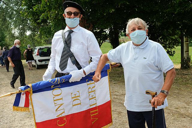 Maires retraités de St-Martin et Tourliac, Pierre Landas et Guy Chabronnerie veulent maintenir la mémoire de ces temps de sacrifice...|Photo © Jean-Paul Epinette.