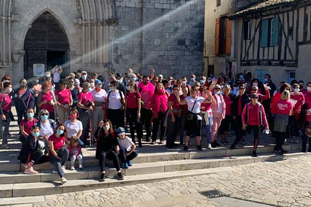 Succès populaire pour les Villeréalais, au départ de la sortie sur les sentiers de Campagn'Art...|(Photo DR)