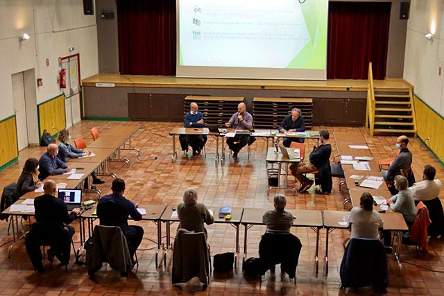 Couvre-feu oblige, le conseil municipal s'est tenue salle François-Mitterrand sans public...|| Photo © Jean-Paul Epinette