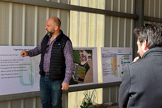 Durant plus de deux heures, Cyrille Genest parle de son projet et répond à toutes les questions...|| Photo © Jean-Paul Epinette
