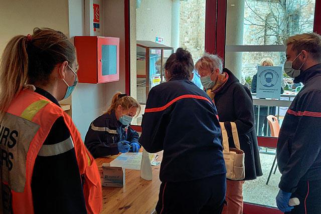 Samedi 8 mai, plus de 360 personnes ont reçu leur rappel de vaccin...|| Photo © Jean-Paul Epinette