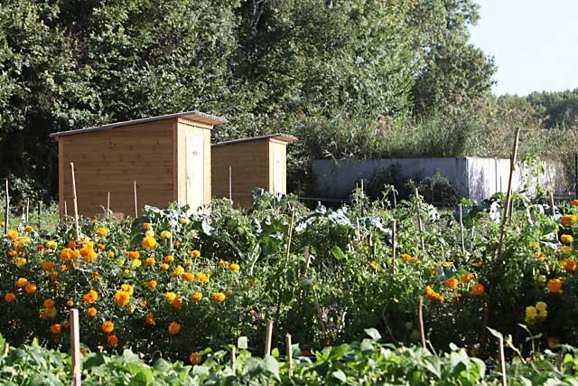 Les beaux jours sont revenus et avec eux la reprise de l'entretien de nos jardins...|Archives Jean-Paul Epinette