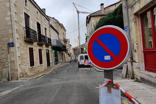 La circulation rue Saint-Michel est interdite et le stationnement limité...|| Photo © Jean-Paul Epinette