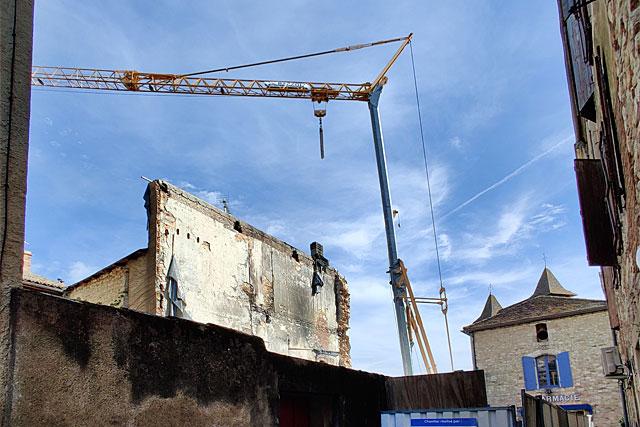 Détruit par un incendie il y a 15 mois, l'immeuble de la pâtisserie Rodot va être rebâti...|| Photo © Jean-Paul Epinette